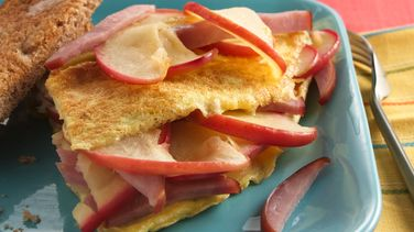 Apple-Canadian Bacon Omelet