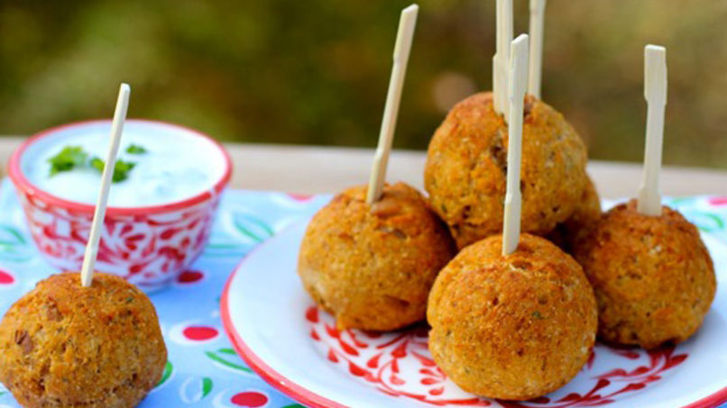 Tuna Balls with Yogurt Sauce