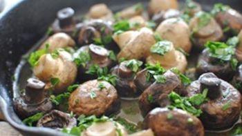 Tapas-Style Sauteed Mushrooms