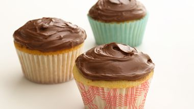 Skinny Chocolate Frosted Cupcakes