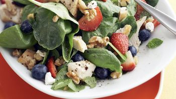 Skinny Nut and Berry Salad Toss