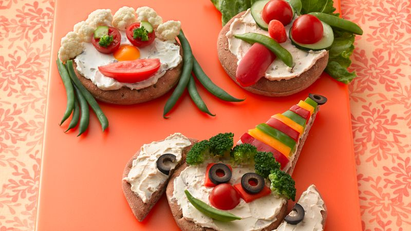 Funny Face Mini Veggie Pizza