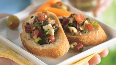 Spanish Salsa with Crispy French Bread