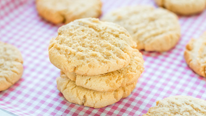 Easy Brown Butter Cookies with Almonds