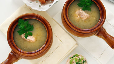 Sopa de Apio con Crema de Chipotle