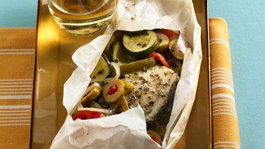 Paquetes de pescado al horno con vegetales