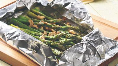 Grilled Cashew-Asparagus Foil Pack