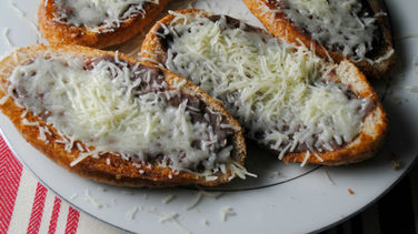 Quick and Easy Molletes
