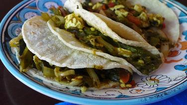 Tacos de Rajas con Queso