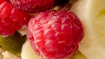 Easy Overnight Almond-Banana-Berry Muesli