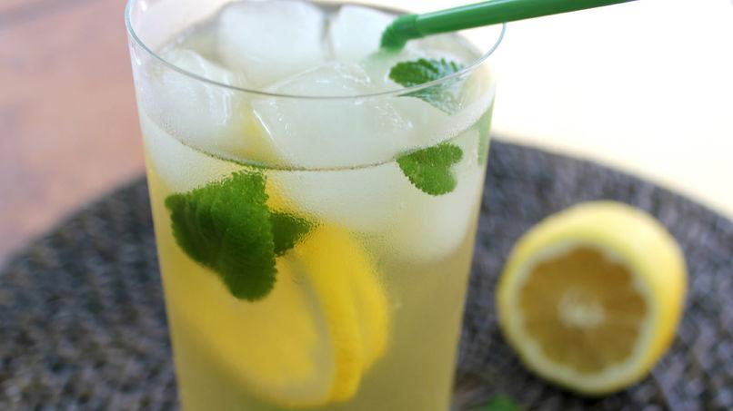 Té Helado con Menta y Limón