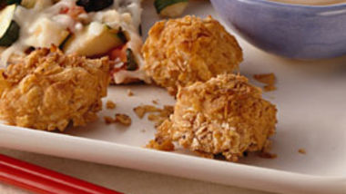 Crunchy Chicken Chunks with Thai Peanut Sauce