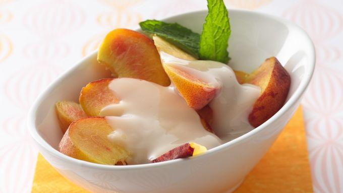 Fresh Peaches with Amaretto Sauce