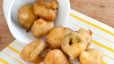 Beer-Battered Jalapeño Bites