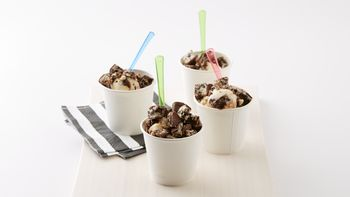 Cookies and Crème Frozen Yogurt Treat