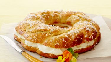 Rosca de Pascua filled with Chantilly Cream (Threaded Easter Bread)
