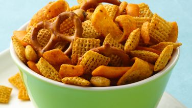 Chex® Mix con Chile y Limón