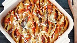 Conchas de Pasta Rellenas a la Mexicana con Salsa Roja