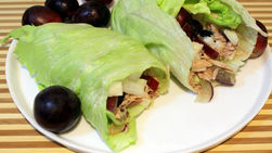 Lettuce Wraps with Tuna and Grapes