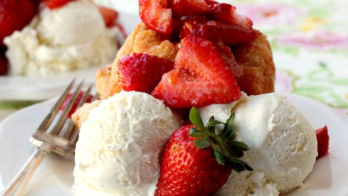 Strawberry-Shortcake Monkey Bread
