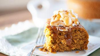 Slow-Cooker Pumpkin Cake with Caramel Sauce