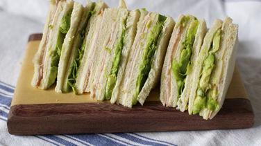 Sándwich de Miga con Aguacate