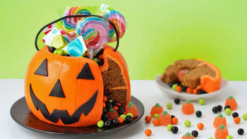 Halloween Pumpkin Surprise Cake