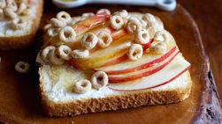 Tostada de Manzana con Miel y Cheerios™