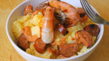 Polenta con Camarones y Chorizo