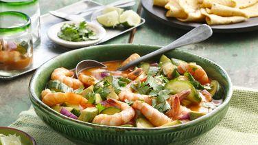 Coctel de gazpacho mexicano con camarones
