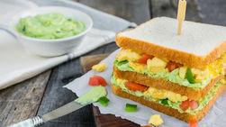 Sándwich de Huevo con Spread de Menta y Aguacate