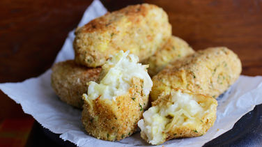 Caramelized Onion and Artichokes Croquettes