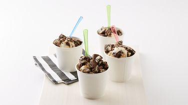 Cookies and Crème Frozen Yogurt Treat