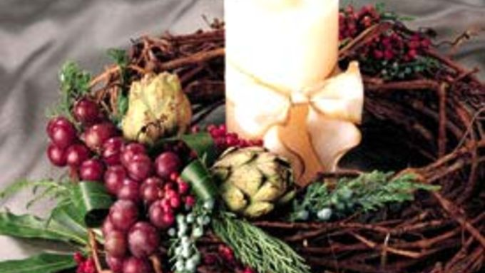 Grapevine Wreath with Pillar Candle