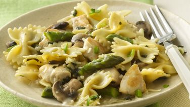 Bow-Ties with Chicken and Asparagus