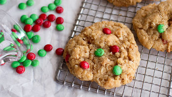 Easy Holiday Oatmeal Cookies