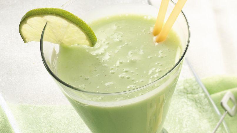 Recuerda licuar el limón completo, sin quitarle cáscara o semillas