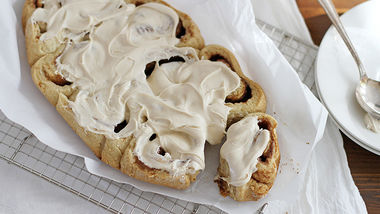 Slow-Cooker Apple Cider Cinnamon Rolls with Easy Cream Cheese-Caramel Icing