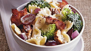 Pasta Salad with Broccoli and Grapes