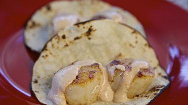 Tacos de Vieira con Crema de Chipotle