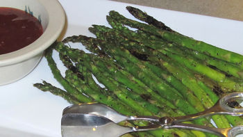 Grilled Asparagus with Sweet and Spicy Dip