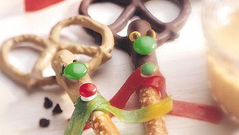 Reindeer Chocolate-Coated Pretzel Rods