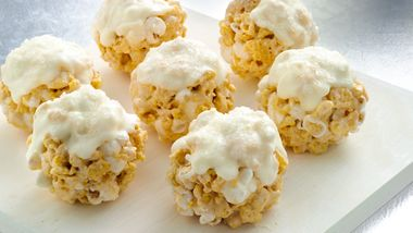 Muddy Buddies® Snickerdoodle Snowballs