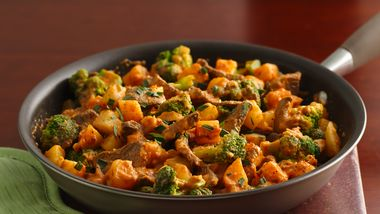 Beef and Potato Skillet Dinner with Roasted Red Pepper Sauce