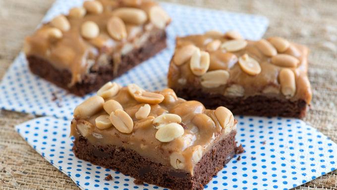 Chocolate and Caramel Peanut Cookie Bars