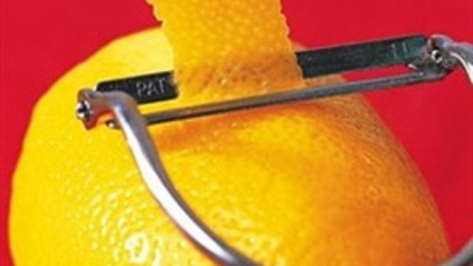 Lemon-Infused Vodka (Limoncello)