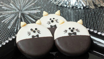 New Year's Eve Cat Cookies