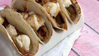 Grilled Apple Cinnamon A la Mode Tacos