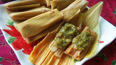 Tamales de Carne Deshebrada con Rajas de Chile Poblano
