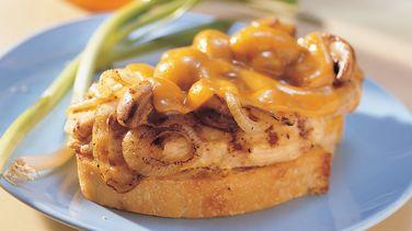 Sándwiches Asados de Queso Cheddar y Pollo